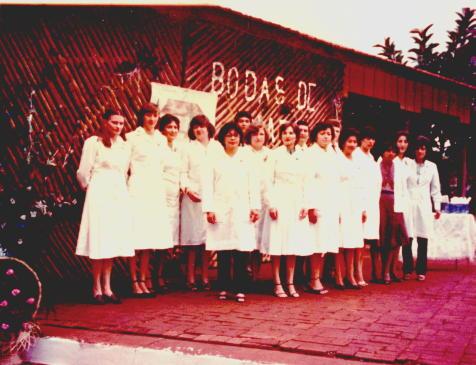 Foto de las Maestras en el año de las Bodas de Plata